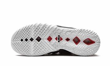Nike LeBron 18 Sohle